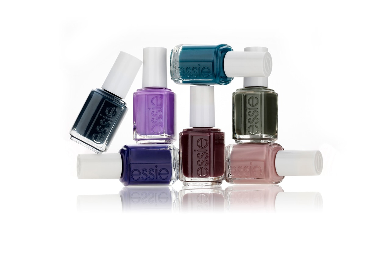 """Il blu della collezione """"Go overboard"""" di Essie è molto versatile"""