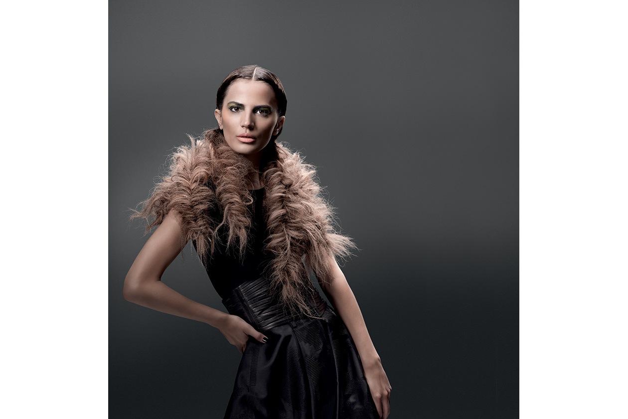 """La blogger e fotografa Seema Hamid interpreta un look """"attorcigliato"""""""