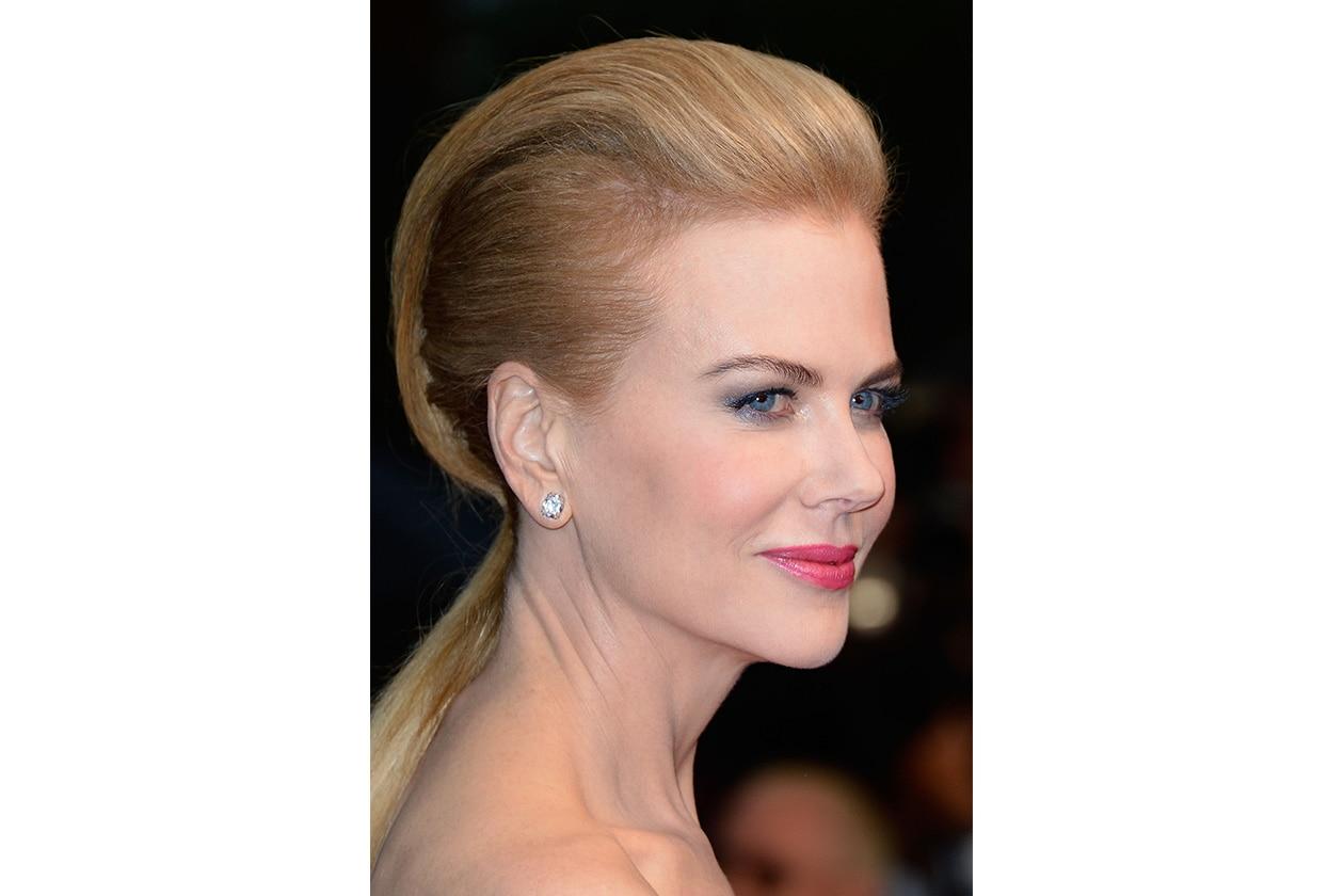 Nicole Kidman ha optato per ciuffo leggermente rockabilly ma scolpito per creare un movimento molto ordinato