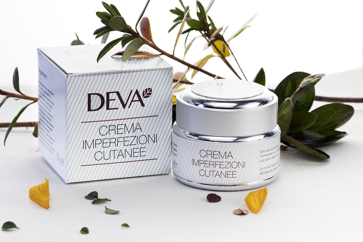 Una crema per tutto il giorno pensata per chi soffre di eczemi, pruriti, rossori e pelle secca: è la Crema imperfezioni cutanee di Deva Ayurveda
