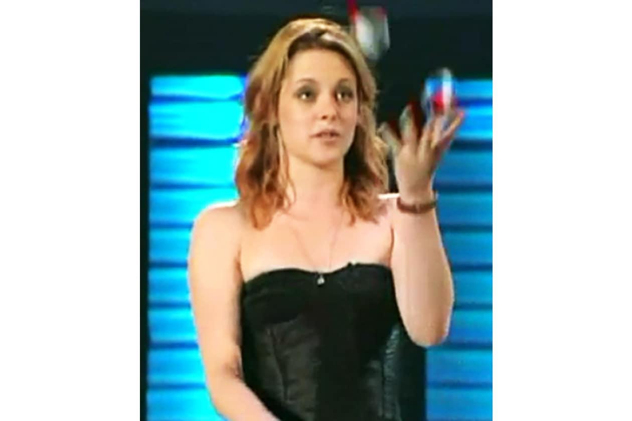 Kristen Stewart ha mostrato le sue capacità come giocoliera durante uno show televisivo in America