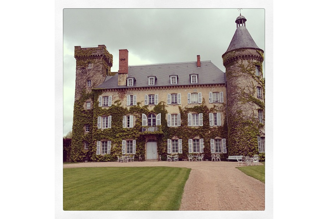 Pixie Geldof: «just a little house for a party» (Una piccola location per il party di Henry Hollande)