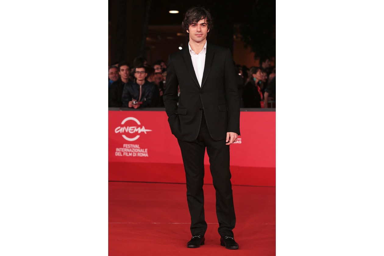 Anche sul red carpet l'attore italiano preferisce la semplicità