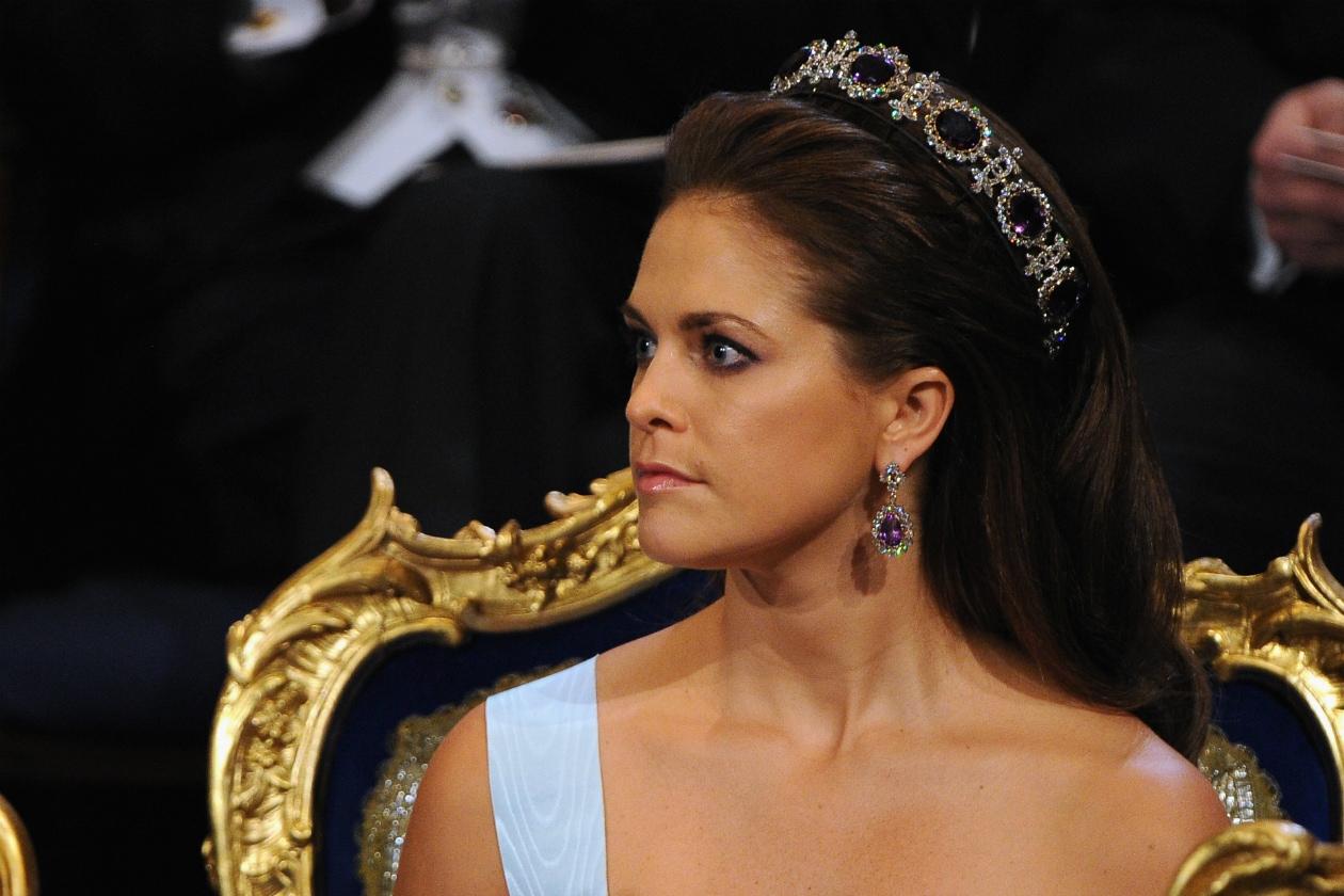 Lo sposo ha rinunciato al titolo reale, rimanendo un privato cittadino. Finalmente un pretendente non interessato alla corona