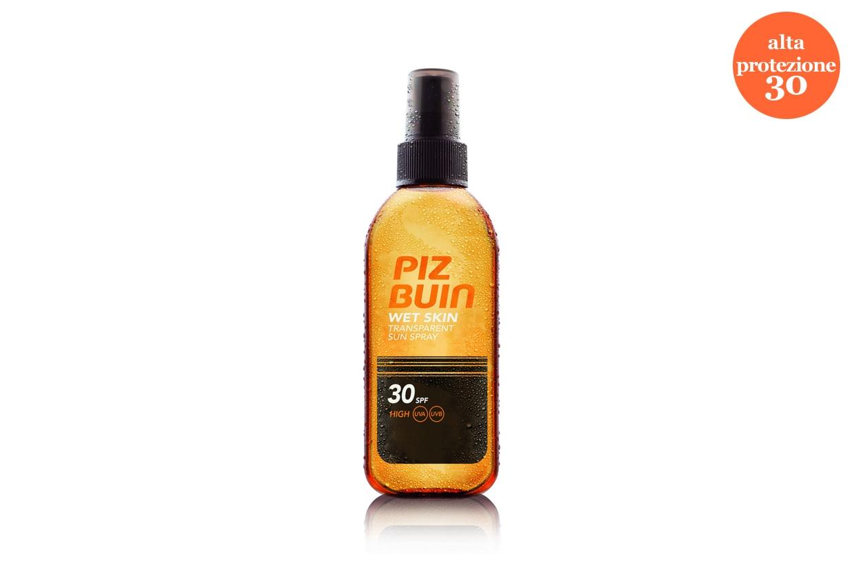 Si può stendere direttamente sulla pelle bagnata il Wet Skin di Piz Buin SPF 30