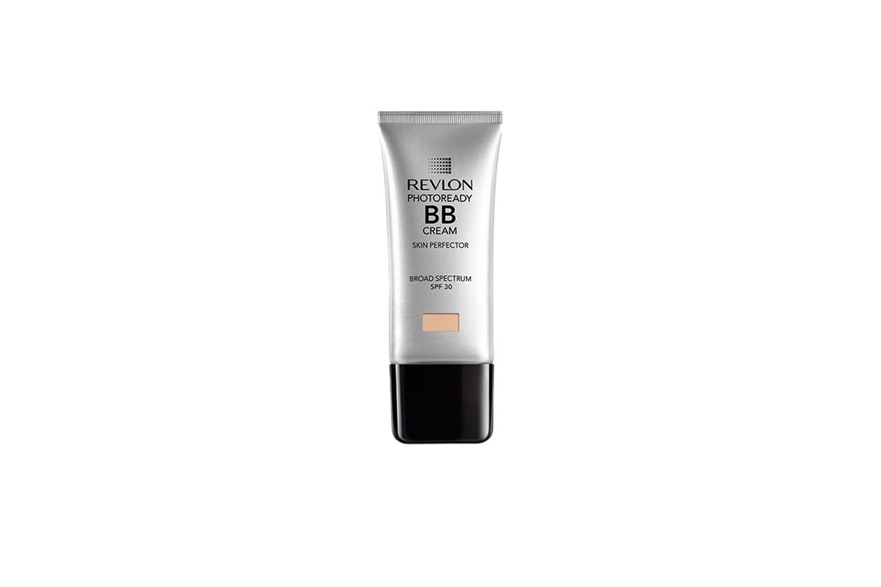 Unisce ben sei funzioni la PhotoReady BB Cream di Revlon: idrata, uniforma, copre, attenua le imperfezioni, dona luminosità e protegge dai raggi solari grazie al SPF 30