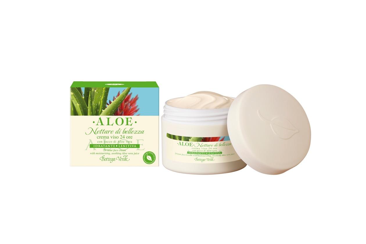 Da utilizzare mattino e sera la crema viso 24 ore di Bottega Verde con succo fresco di aloe biologica dall'azione idratante ed emolliente