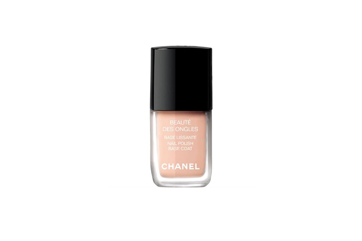 «La base smalto di Chanel: un dettaglio fondamentale che porto sempre in borsa»