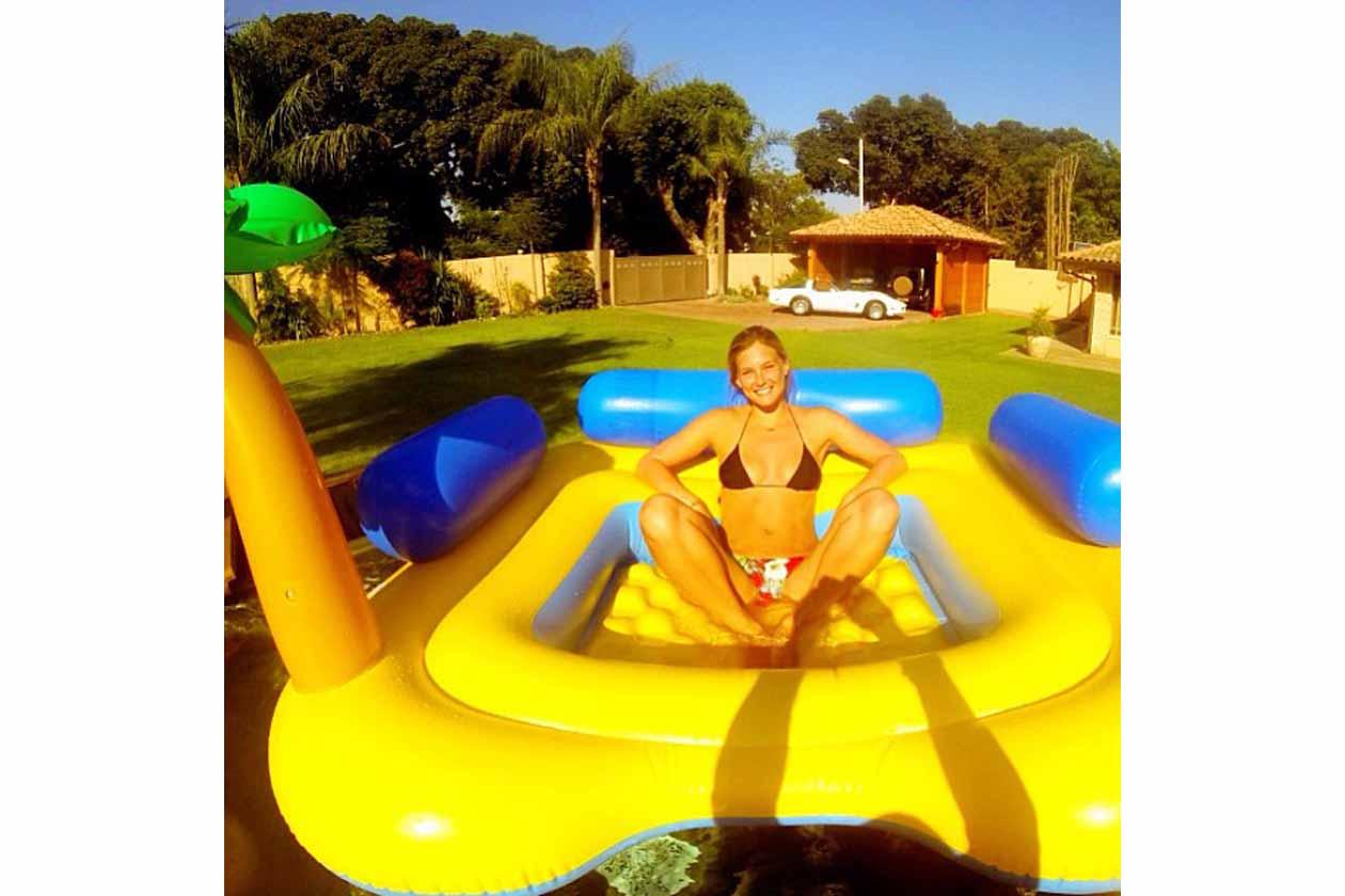 Bar Refaeli: «My yellow submarine»