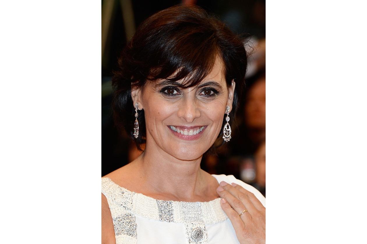 Inès de la Fressange, ex modella e oggi stilista, ha scelto il capello corto come cifra stilistica definitiva