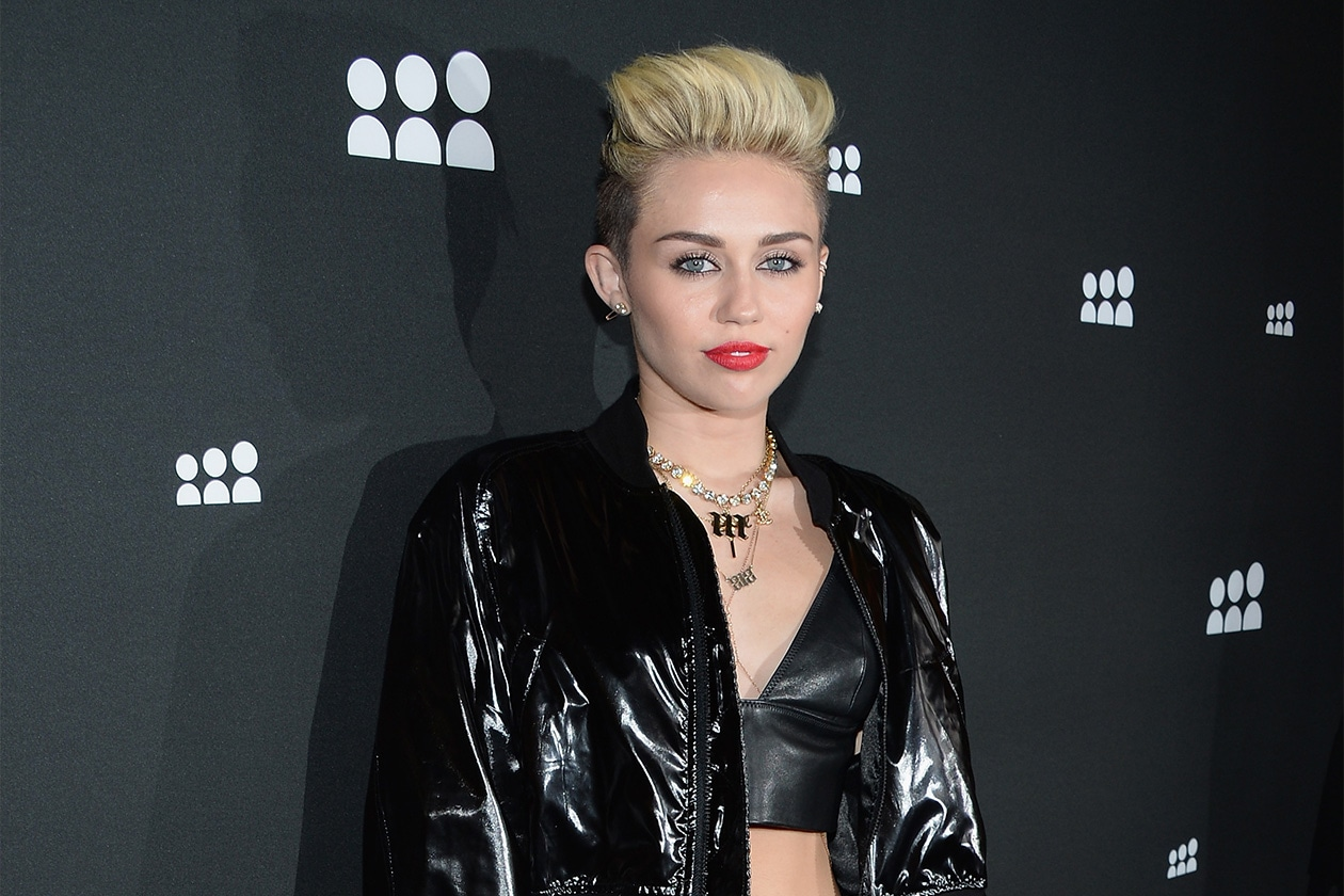 Difficile, però, immaginare un passo indietro di Miley ora che è all'apice della sua carriera. Ma la storia continua…