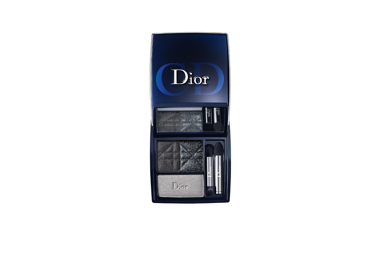 Per replicare lo smokey di Poppy basta mixare le polveri del 3 Couleurs Smoky 091 Smoky Black di Dior