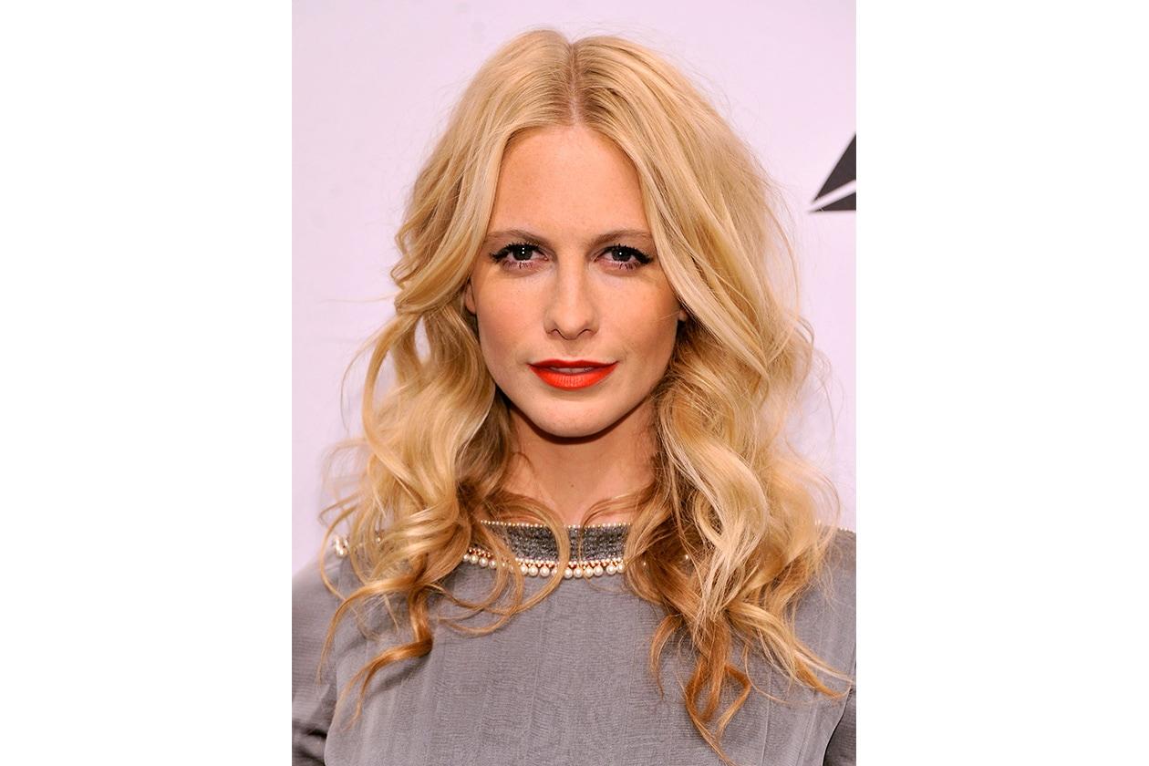 Un look più rock: eyeliner e rossetto rosso (2013)