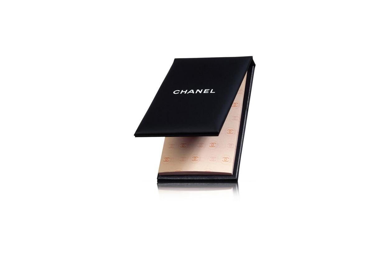«Mai senza l'opacizzante Papier Matifiant di Chanel»