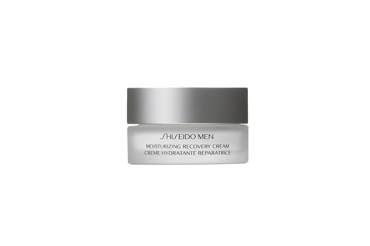 A combattere i rossori e la disidratazione ci pensa la Crema idratante restitutiva di Shiseido Men