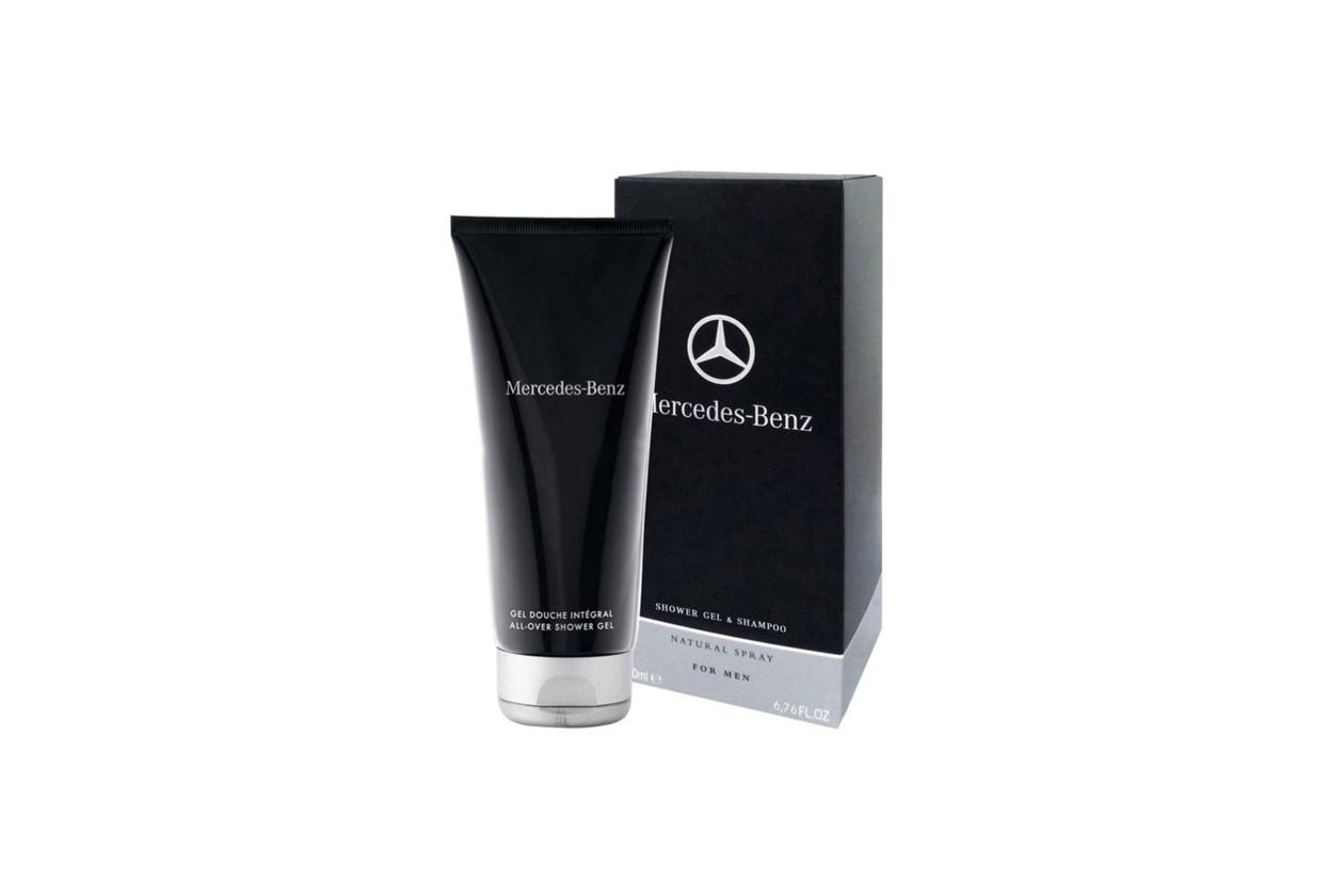 DETERSIONE DUE IN UNO: dalla profumazione energica il Mercedes-Benz Shower Gel & Shampoo è ideale sia al mare sia in montagna