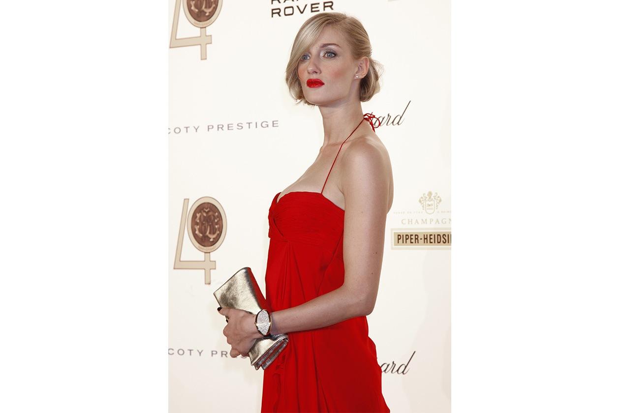 Total look rosso fuoco per festeggiare il 40esimo anniversario dello stilista Roberto Cavalli (2010)