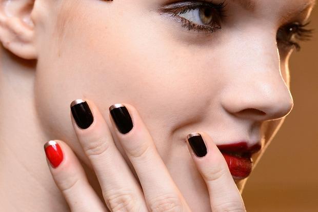 Tre nuance classiche oro rosso e nero per Alexis Mabille hg temp2 s full l