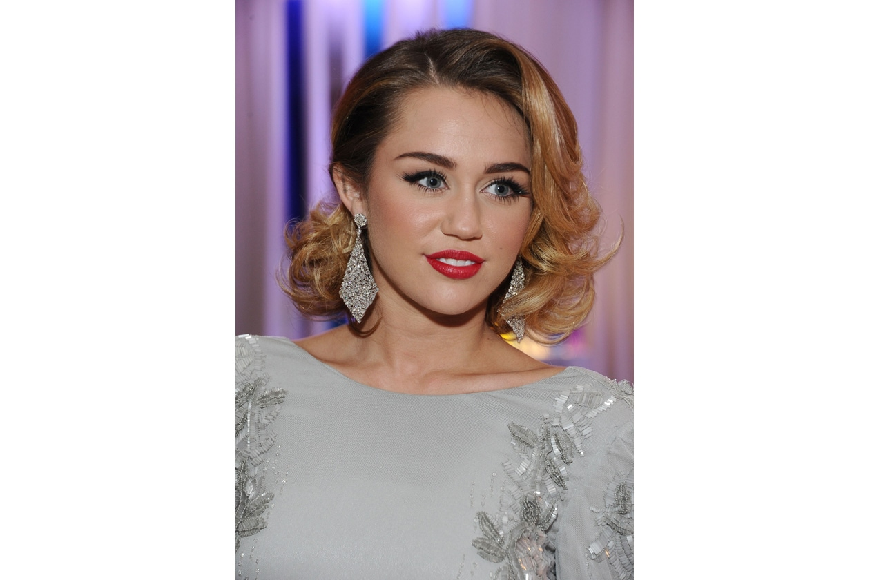 Very Eighties l'hairdo scelto per un red carpet del febbraio 2012