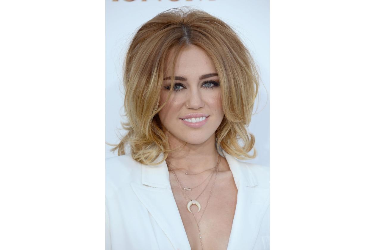 Ai Billboard Music Awards dello scorso anno sfoggia una pettinatura che le regala qualche anno in più. Bocciata