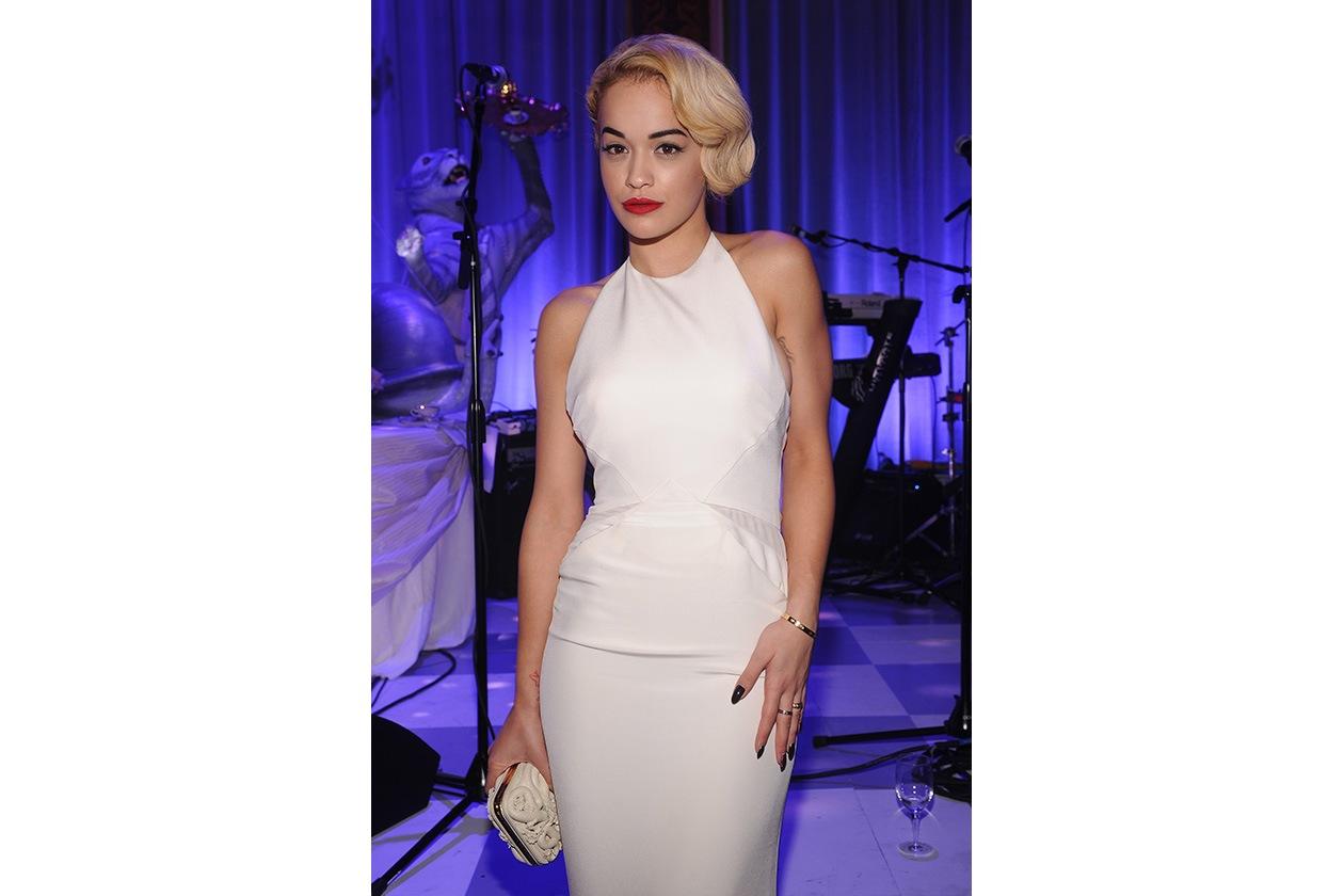 Icona glam del rock inglese, Rita Ora sfoggia uno stile impeccabile (2012)
