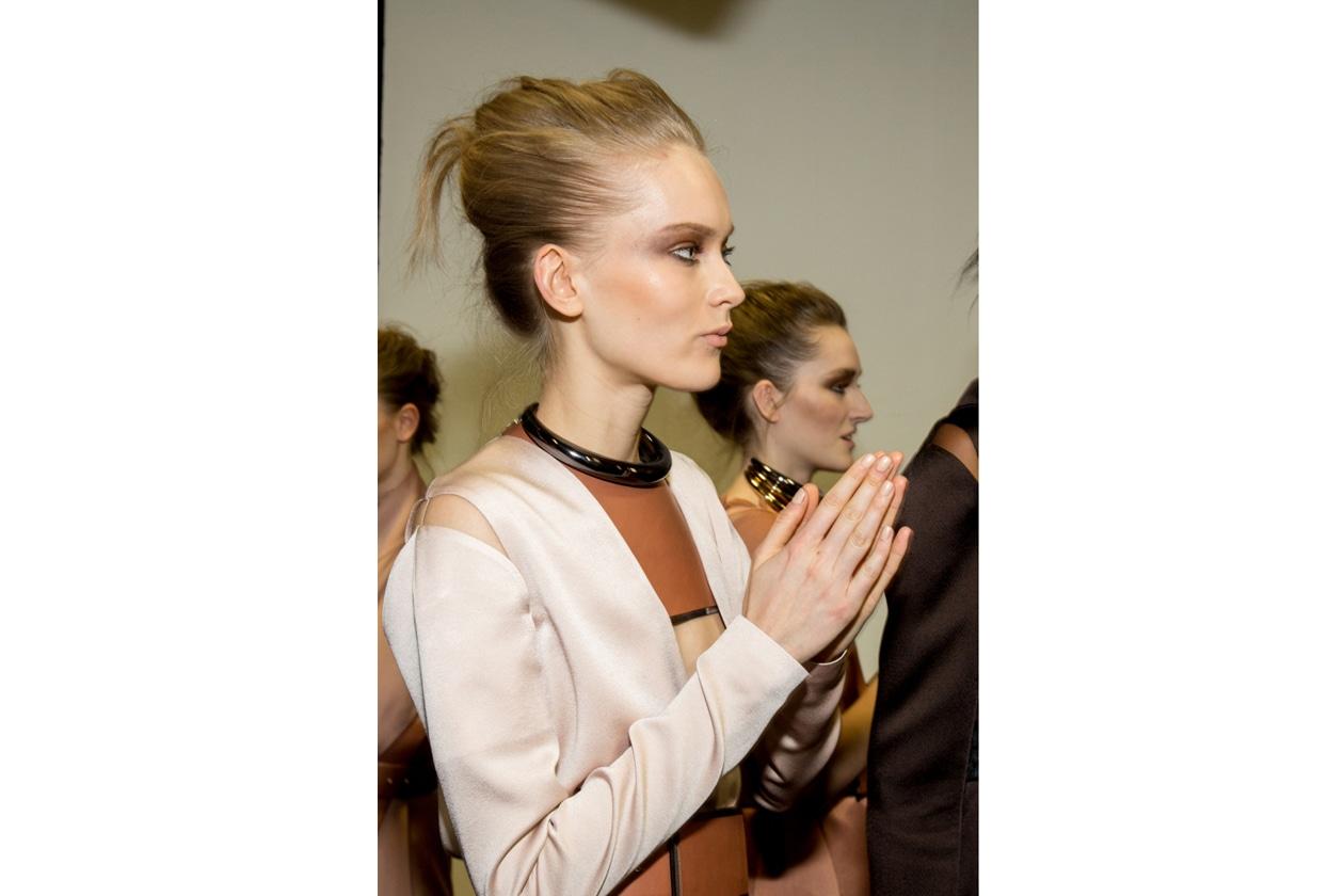 7. Delicatissima la tonalita sfoggiata dalle modelle di Gianfranco Ferre le unghie sono state colorate con un rosa chiaro e lucido