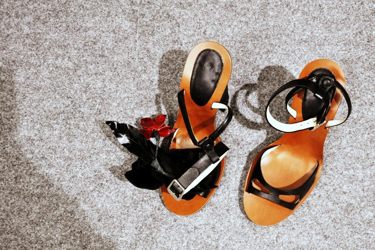 Ai piedi delle modelle le scarpe di Michele Santella, responsabile della linea accessori della maison N.21