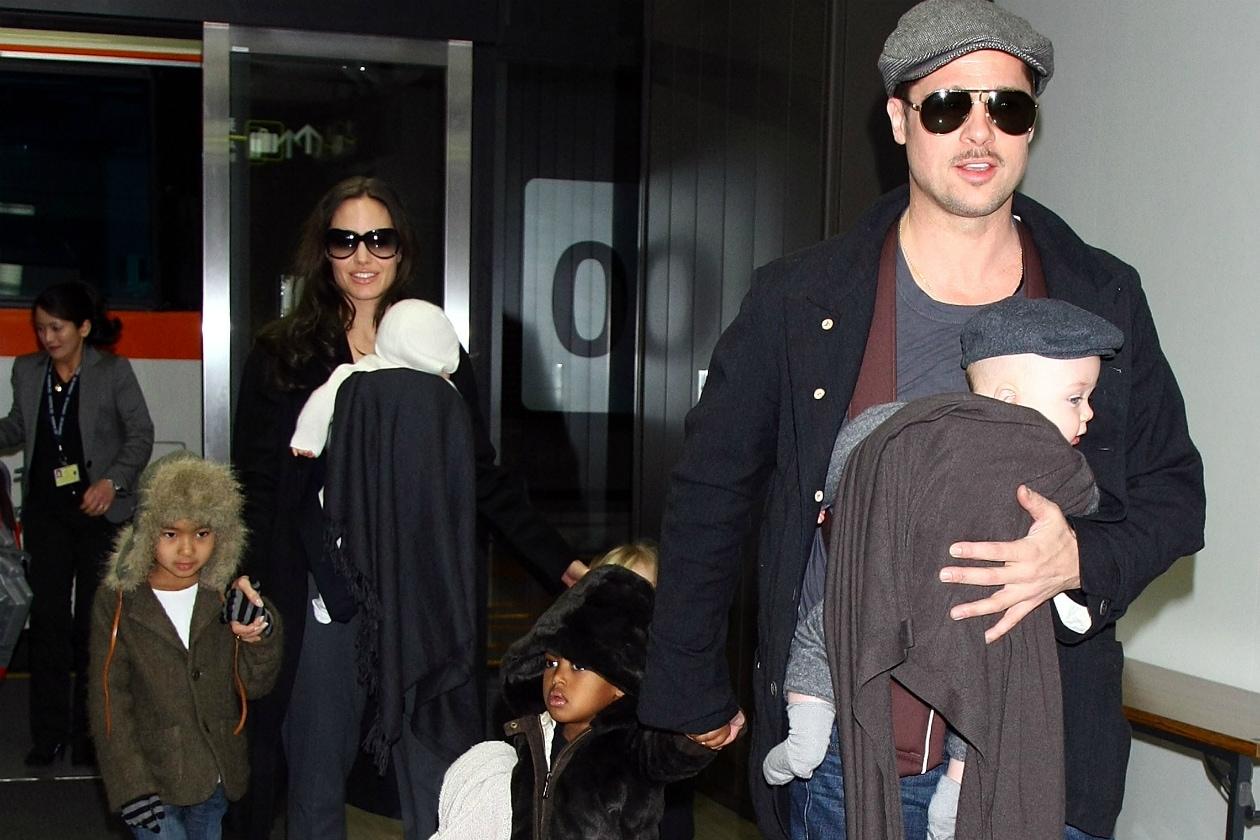 Angelina Jolie ha sei figli, tre adottati e tre naturali, non è ancora single ma noi speriamo che lo diventi presto!
