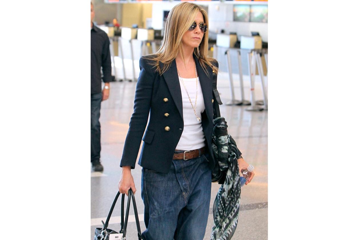 Capelli lunghi color biondo scuro: il look di Jennifer Aniston (2012)