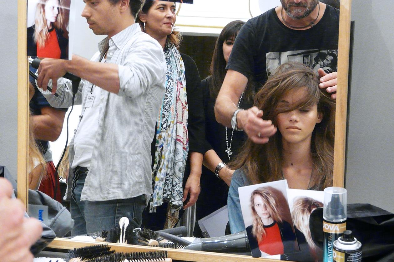 Ciuffo dal movimento molto naturale: l'hair style porta la firma di Enrico Mariotti di Pantene