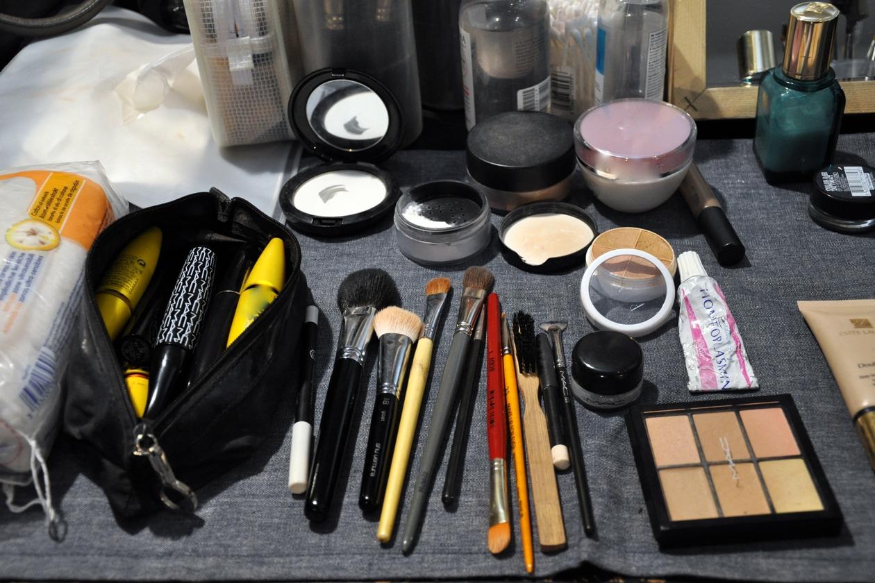 Concealer, mascara, pennelli per il viso, ciprie: tutto il nécessaire per un make up a prova di sfilata