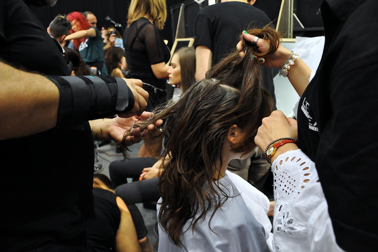 Effetto leggermente spettinato per i capelli delle modelle