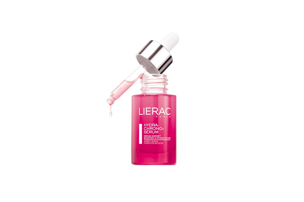 Il Sérum Sorbet Hydra-Chrono + Sérum di Lierac ha una texture rosa fresca e morbida