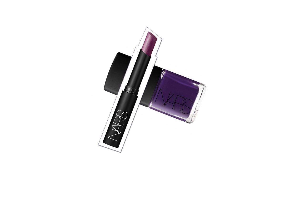 Il viola è anche nella collezione Fall 2013 di Nars: sulle mani con il Nail Polish Fury e sulle labbra con il Pure Matte Lipstick La Paz in limited edition
