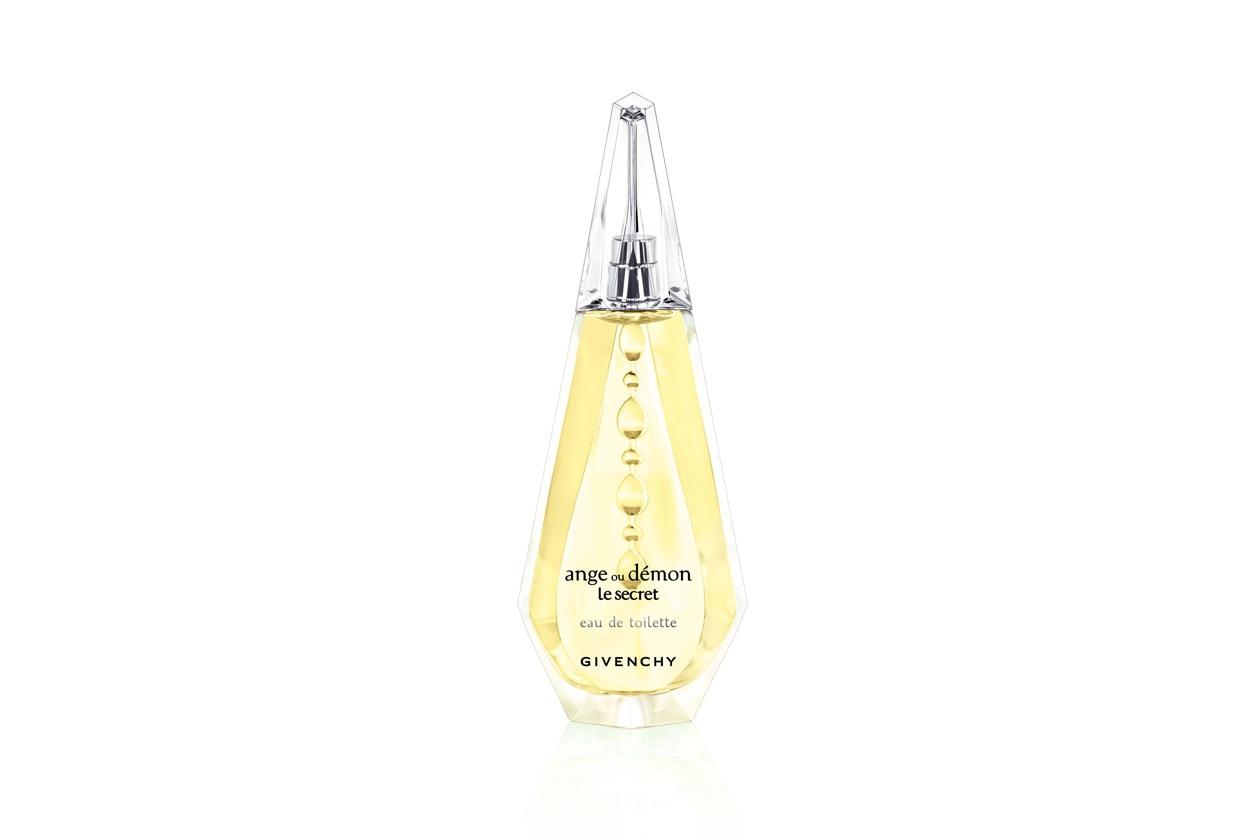 La versione Eau de Toilette di Ange ou Démon Le Secret di Givenchy è una creazione floreale-fruttata-cipriata