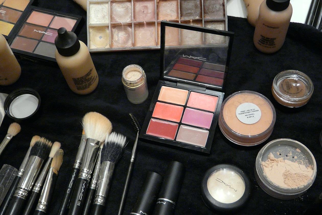 Mix di colori e texture per il make up delle modelle