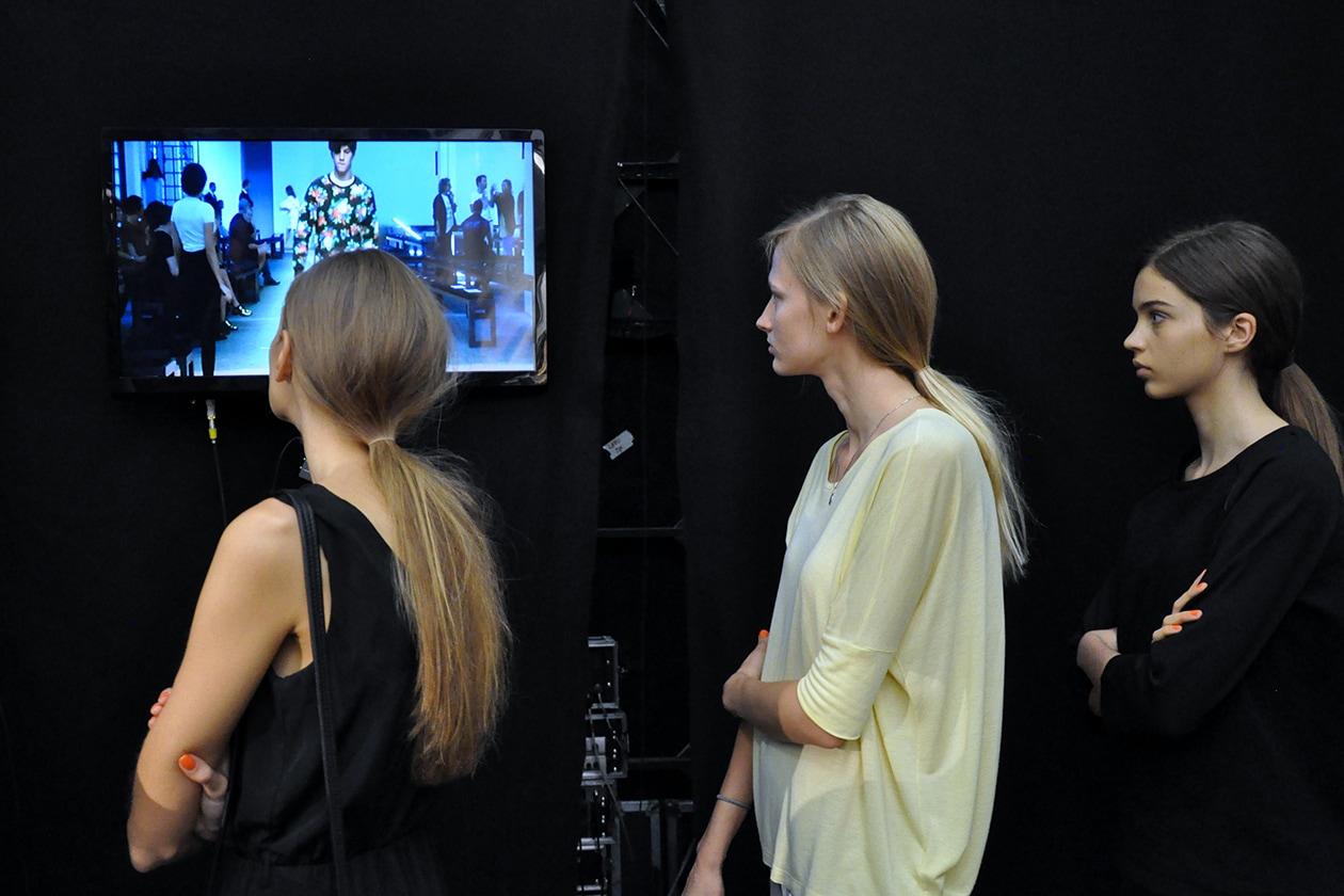 Modelle sulla lineup durante le prove