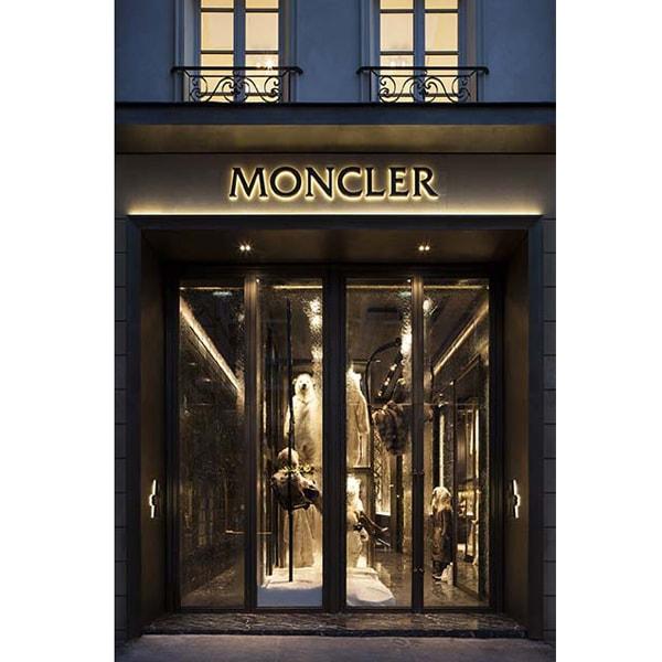 Moncler sbarca a Parigi