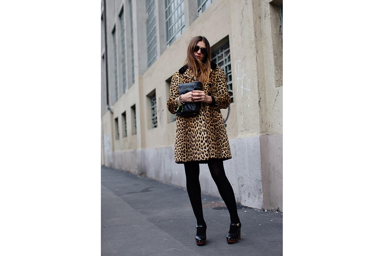 Outfit vintage fur, borsa Chloe, scarpe Pollini, occhiali Giorgio Armani Source the sartorialist