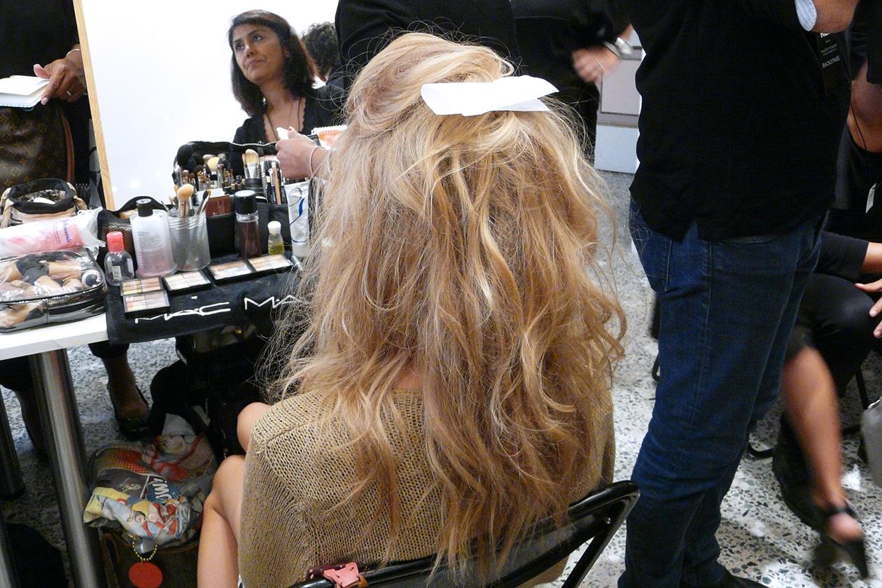 Stile minimal dal mood iperfemminile anche per i capelli
