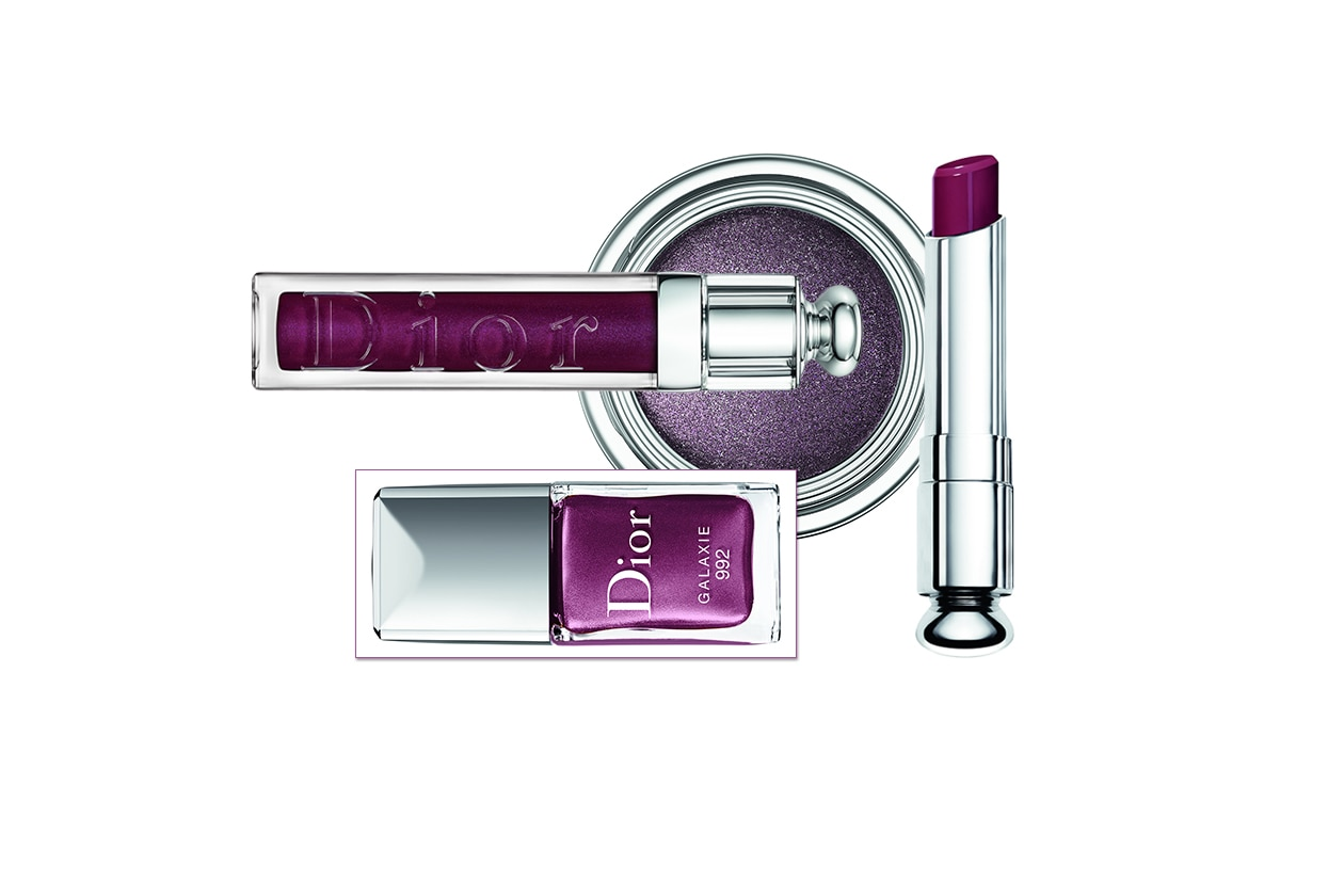 Total look violet per Dior: il finish è brillante per lo smalto e il gloss, texture wet per il lipstick