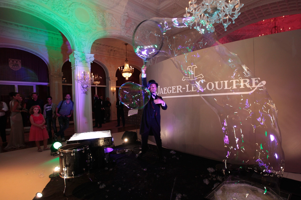 Venice Film Festival 2013 Soap bubble magician Michele Cafaggi at party Jaeger LeCoultre for Emergency It's time to help Sierra Leone ph. pessina (7)