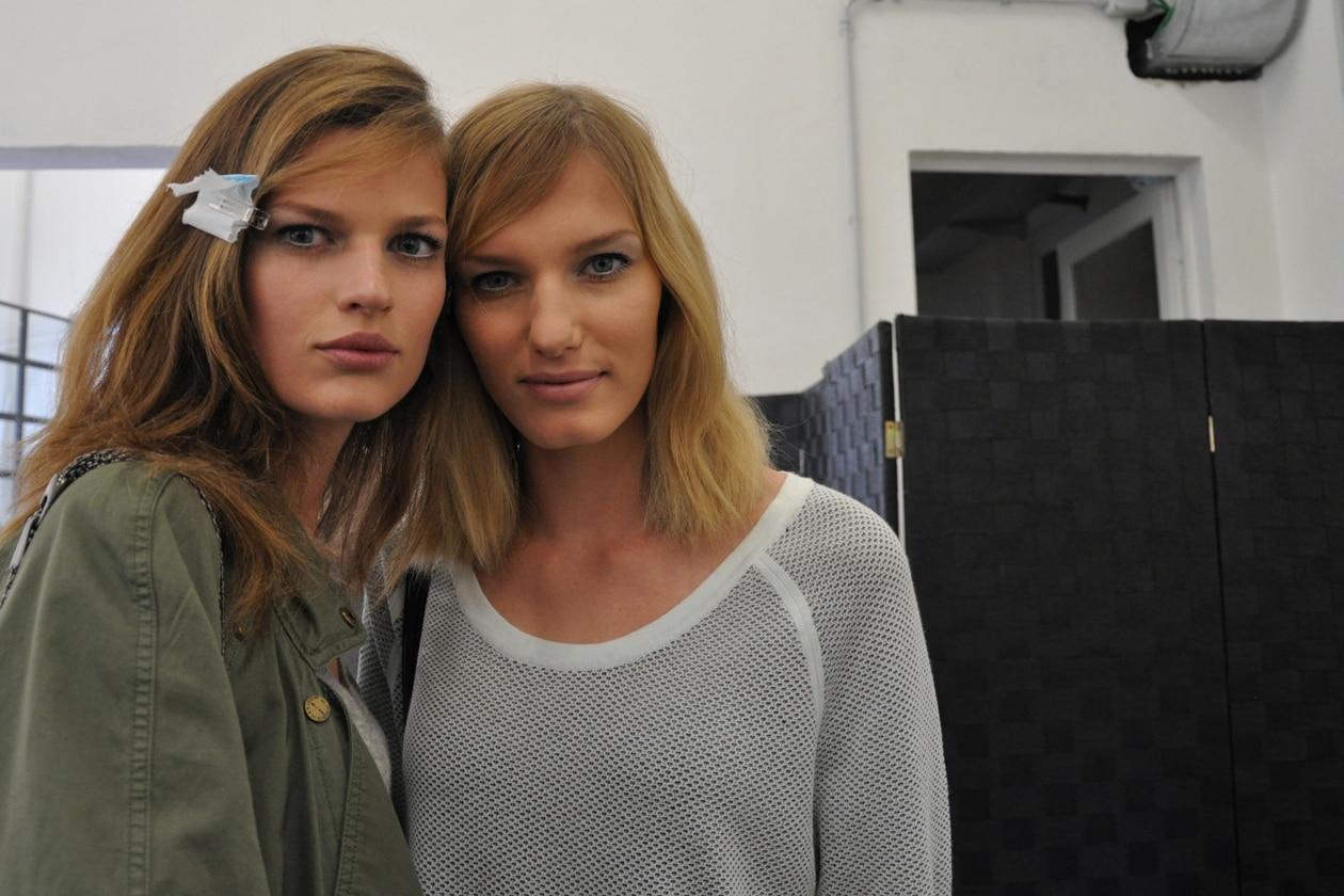 Bette Franke e Marique Schimmel nel backstage di N.21: semplicemente bellissime!