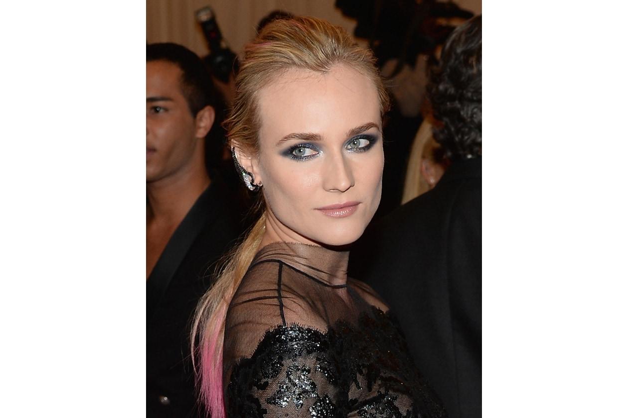 SMOKEY ATTITUDE: Sui toni del marrone, del nero, del grigio del blu: le mille sfumature sugli occhi di Diane per dare un tocco di glam ai suoi beauty look