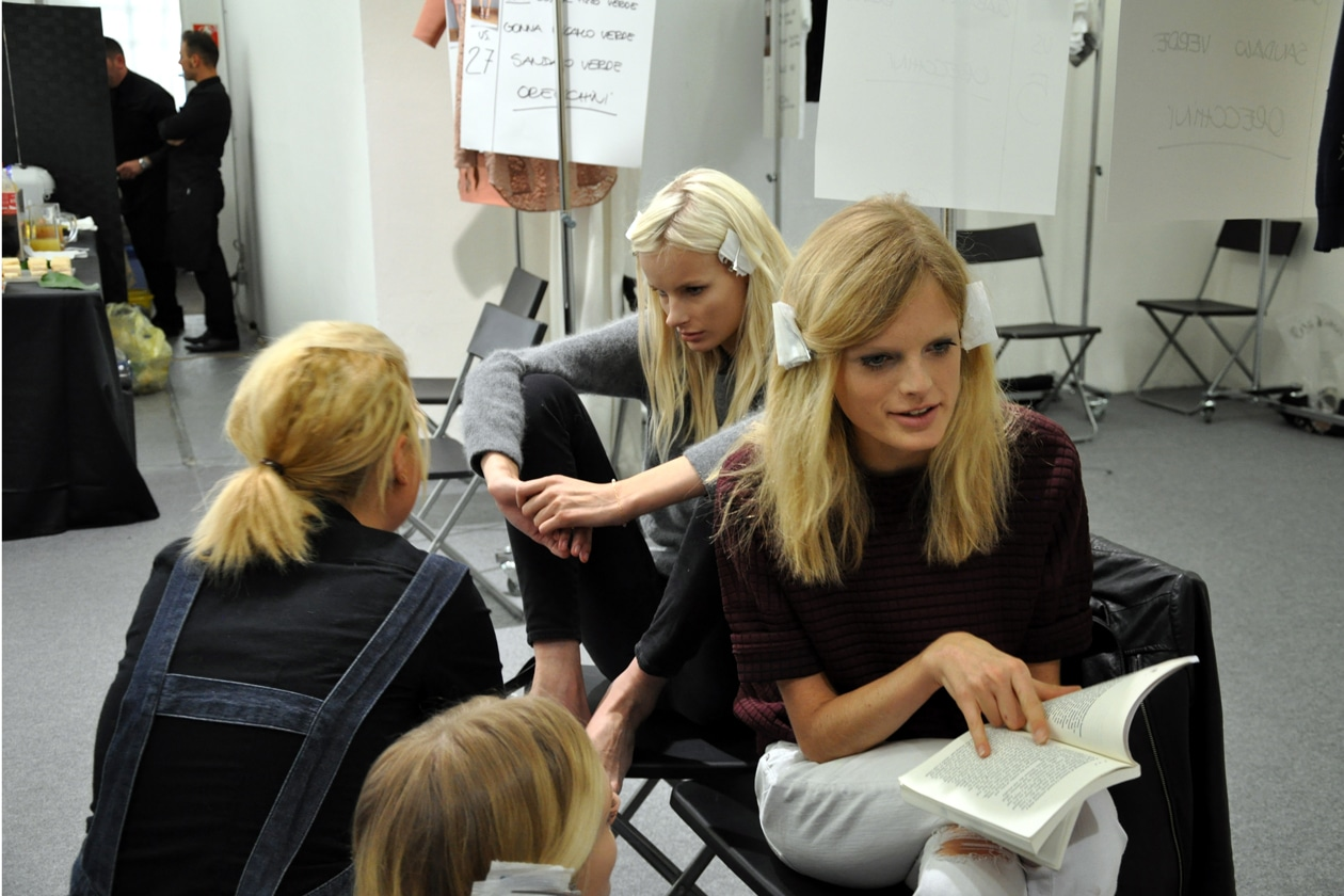 La star nel backstage di N.21 è la modella belga Hanne Gaby Odiele