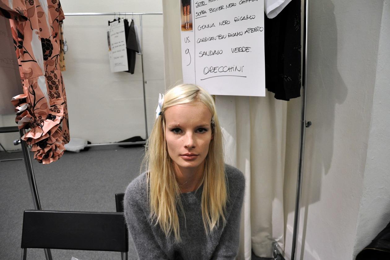 Capelli lunghi con un look à la jeune fille anche per Irene Hiemstra
