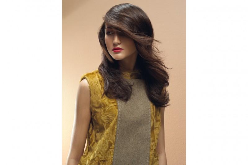 La collezione di James Hair Fashion Club punta tutto sul movimento da una parte con ciocche ribelli mosse dal vento