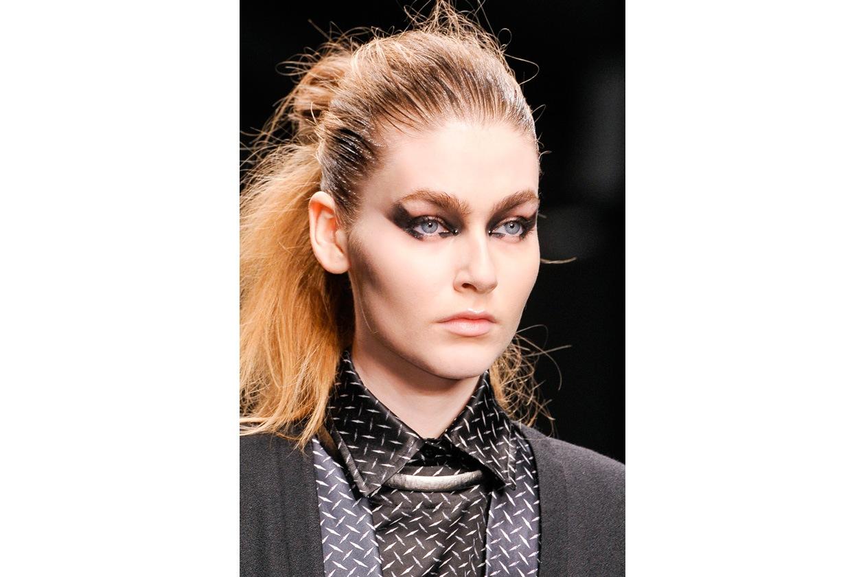 La cotonatura è sulle lunghezze, mentre i capelli sulla fronte sono lavorati con il gel (Aminaka Wilmont)