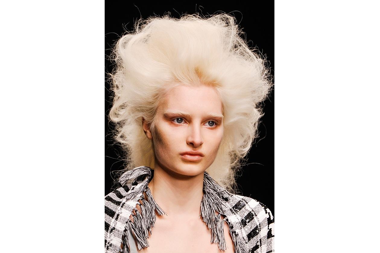 MASSIMO VOLUME: il capello cotonato richiede un make up all'altezza della situazione per un look armonico (Ashish)