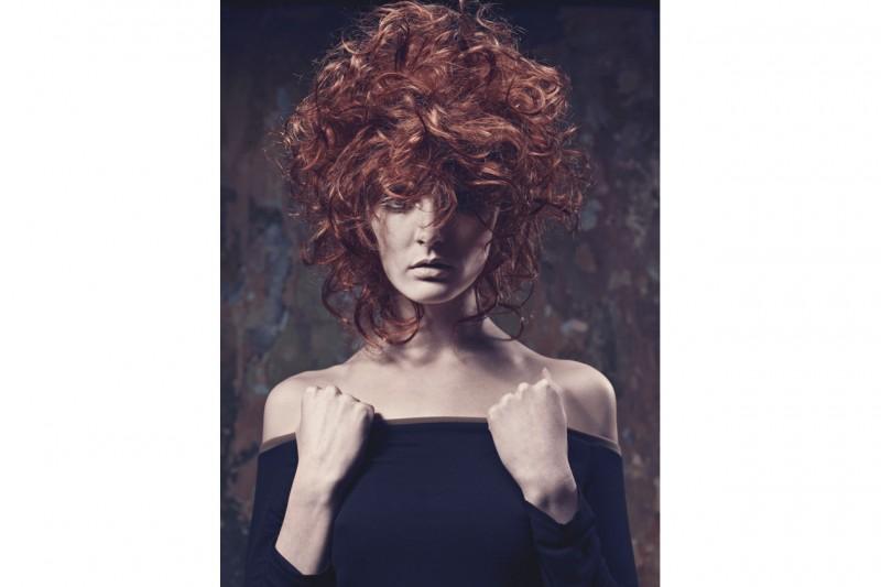 Nella collezione Al di Art Hair Studios protagonisti sono i capelli ricci con volumi destrutturati